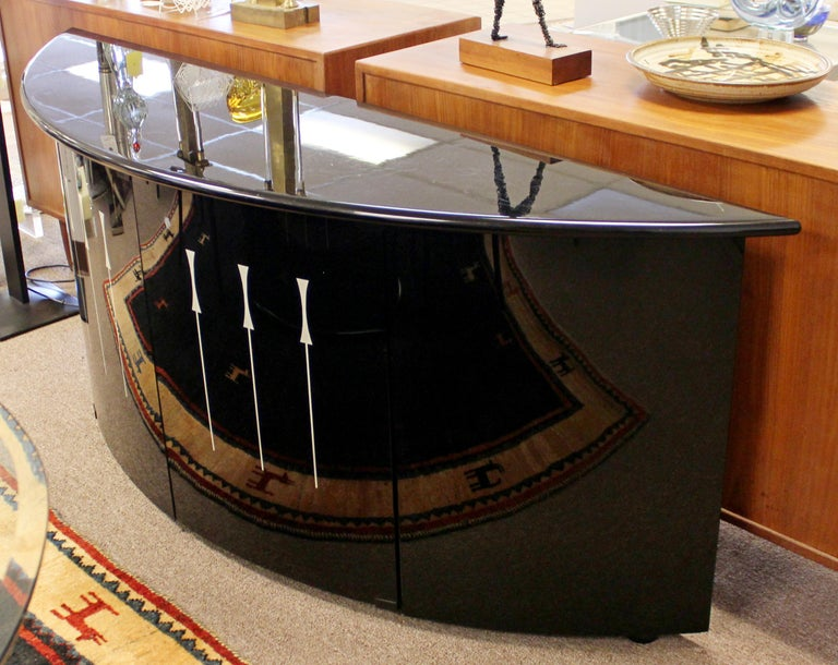 Mid-Century Modern Glass Curved Credenza Pietro Constantini Ello, Italy, 1970s In Good Condition In Keego Harbor, MI
