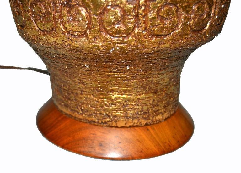 Gilt Mid-Century Modern Golden Greek Key Pattern Ceramic Table Lamp Wood Walnut Base  For Sale