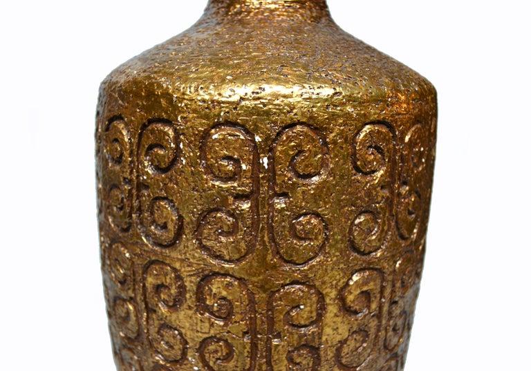 Mid-Century Modern Golden Greek Key Pattern Ceramic Table Lamp Wood Walnut Base  For Sale 2