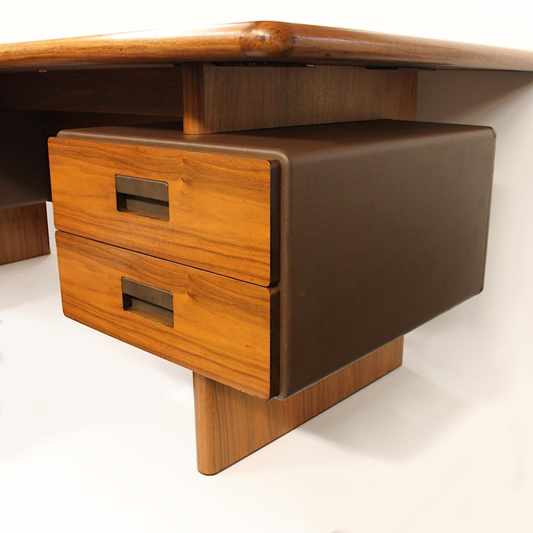 Mid-Century Modern GR90 L-Shaped Executive Desk by Ray Leigh for Gordon Russell For Sale 4