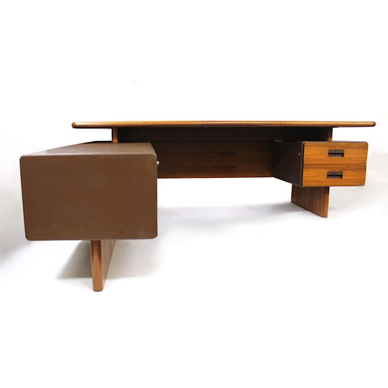 Mid-Century Modern GR90 L-Shaped Executive Desk by Ray Leigh for Gordon Russell In Excellent Condition For Sale In Lafayette, IN