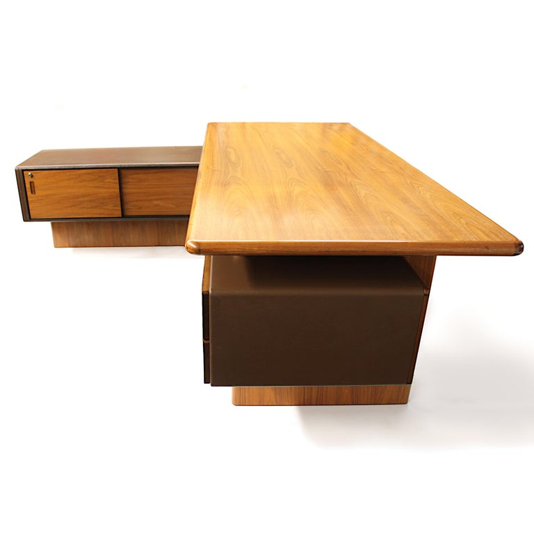 Faux Leather Mid-Century Modern GR90 L-Shaped Executive Desk by Ray Leigh for Gordon Russell For Sale