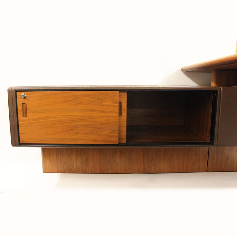 Mid-Century Modern GR90 L-Shaped Executive Desk by Ray Leigh for Gordon Russell For Sale 1