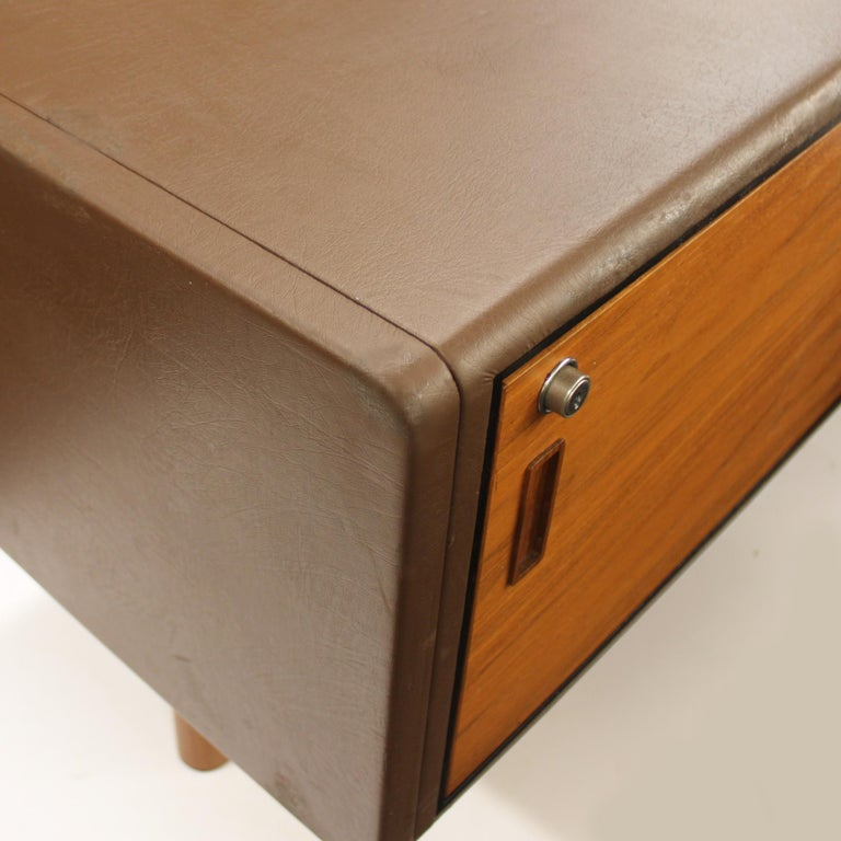 Mid-Century Modern GR90 L-Shaped Executive Desk by Ray Leigh for Gordon Russell For Sale 2