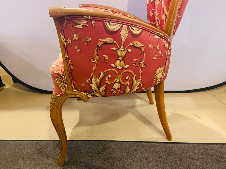 Mid-Century Modern Grosfeld House Sweetheart Chairs, a Fine Carved Pair For Sale 6