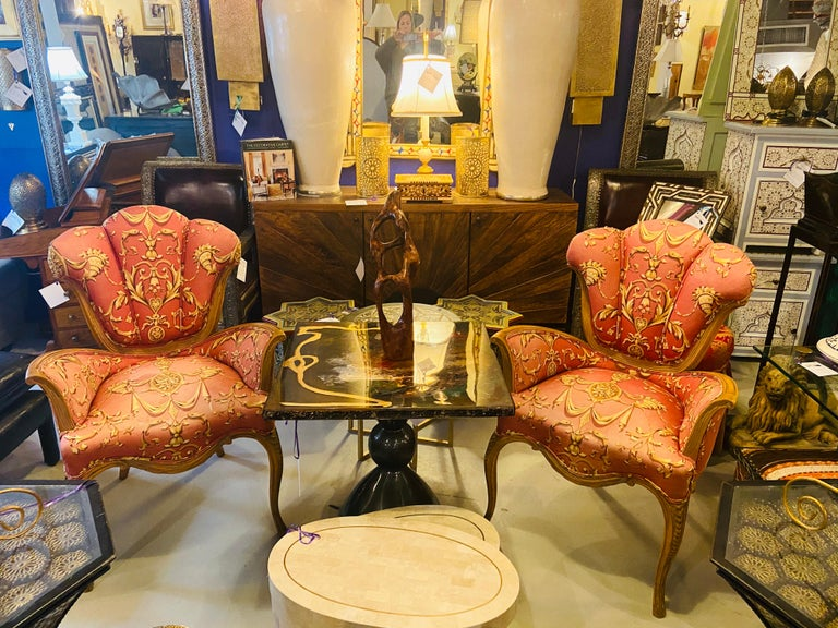 Mid-Century Modern Grosfeld House Sweetheart Chairs, a Fine Carved Pair In Good Condition For Sale In Stamford, CT