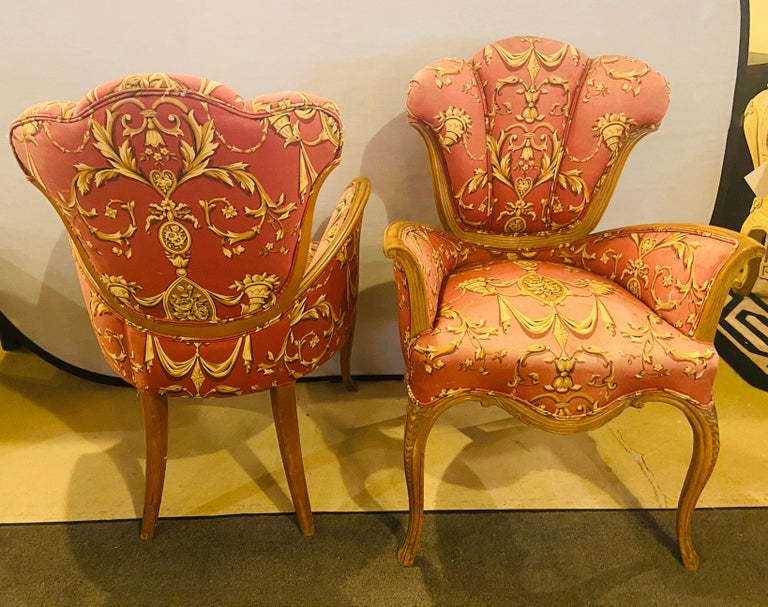 Mid-Century Modern Grosfeld House Sweetheart Chairs, a Fine Carved Pair For Sale 1