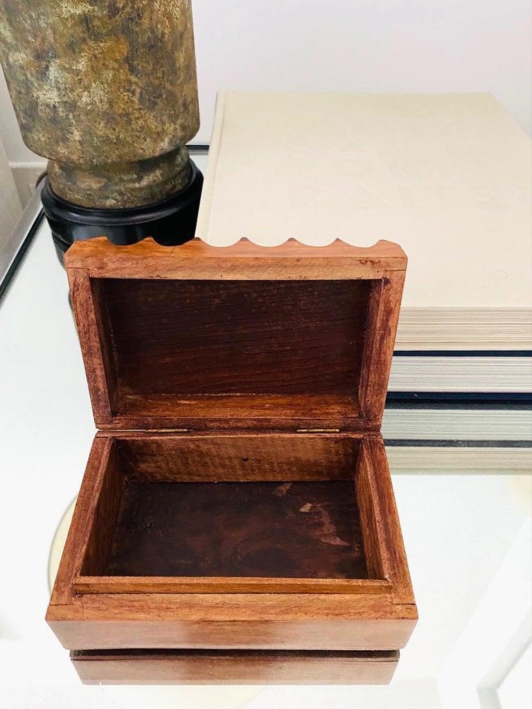 Mid-Century Modern Hand Carved Trinket Box in Walnut Wood, Denmark, c. 1960 For Sale 2