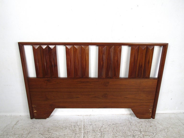 Mid-Century Modern Headboard In Good Condition For Sale In Brooklyn, NY