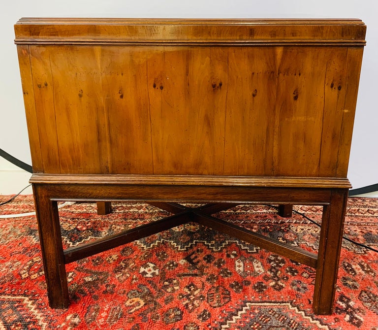 Mid-Century Modern Heritage Walnut Burl Wood Chest, End Table or Nightstand For Sale 11