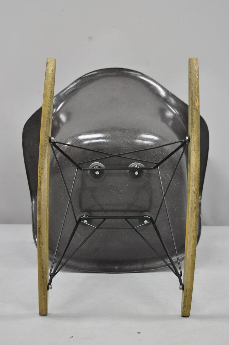 Mid-Century Modern Herman Miller Eames Black Fiberglass RAR Rocker Rocking Chair For Sale 7