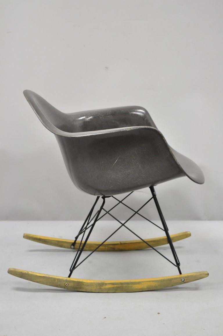 Mid-Century Modern Herman Miller Eames Black Fiberglass RAR Rocker Rocking Chair In Good Condition For Sale In Philadelphia, PA