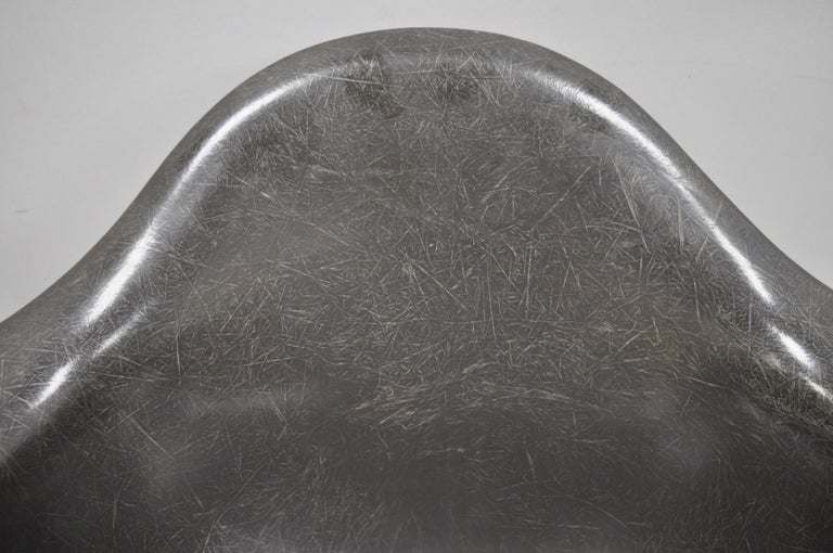 Metal Mid-Century Modern Herman Miller Eames Black Fiberglass RAR Rocker Rocking Chair For Sale