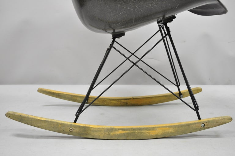 Mid-Century Modern Herman Miller Eames Black Fiberglass RAR Rocker Rocking Chair For Sale 2
