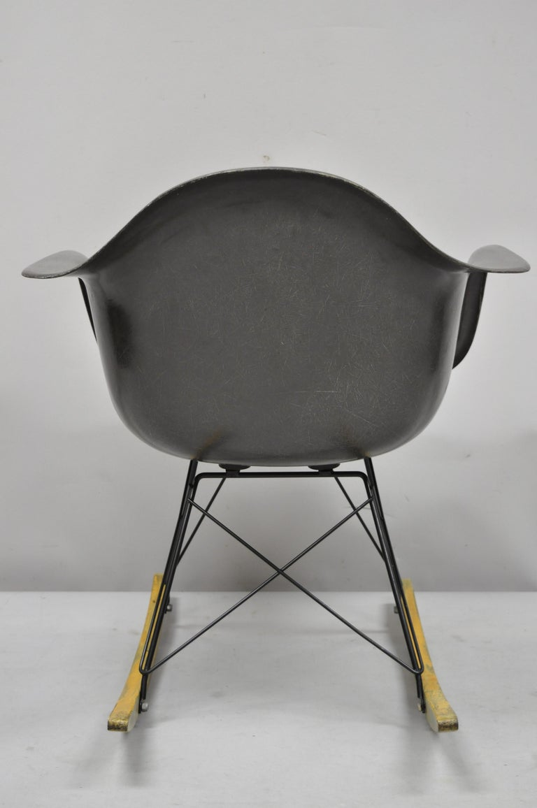 Mid-Century Modern Herman Miller Eames Black Fiberglass RAR Rocker Rocking Chair For Sale 4