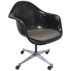 Mid-Century Modern Herman Miller Eames Black Fiberglass Rolling Desk Chair