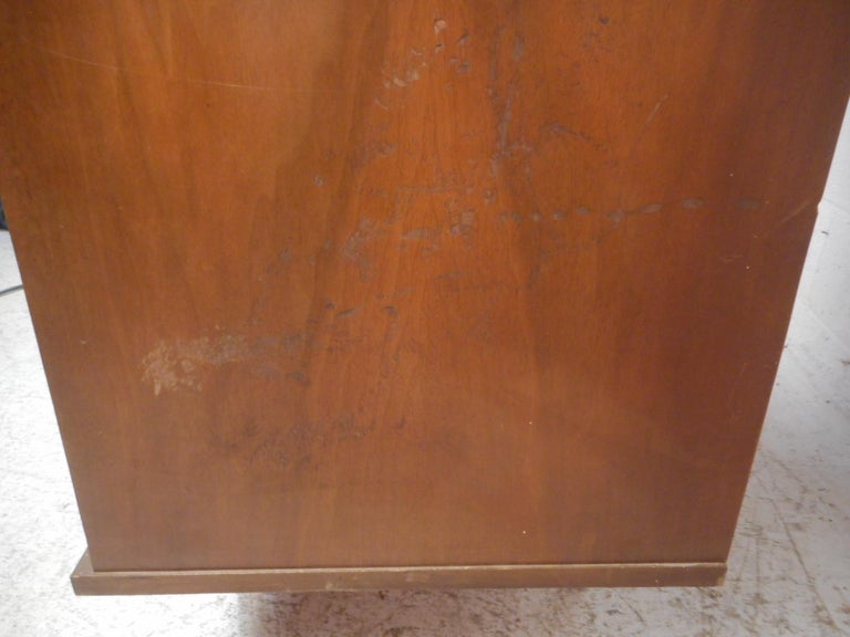 Mid-Century Modern Highboy Dresser For Sale 6
