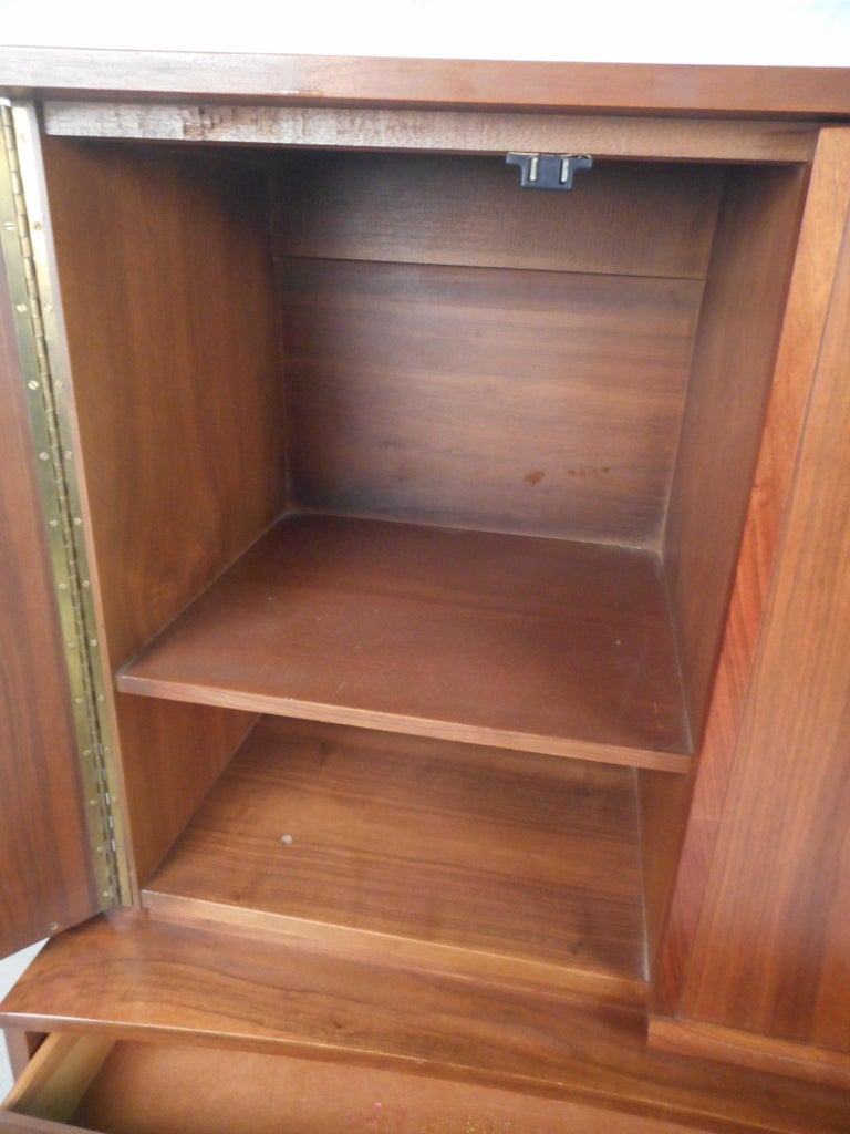 Mid-Century Modern Highboy Dresser with Curved Drawer-Fronts In Good Condition In Brooklyn, NY