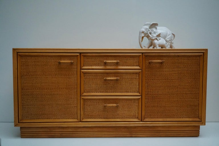 Mid-Century Modern Hollywood Regency Rattan and Bamboo Sideboard Credenza In Good Condition For Sale In Antwerp, BE