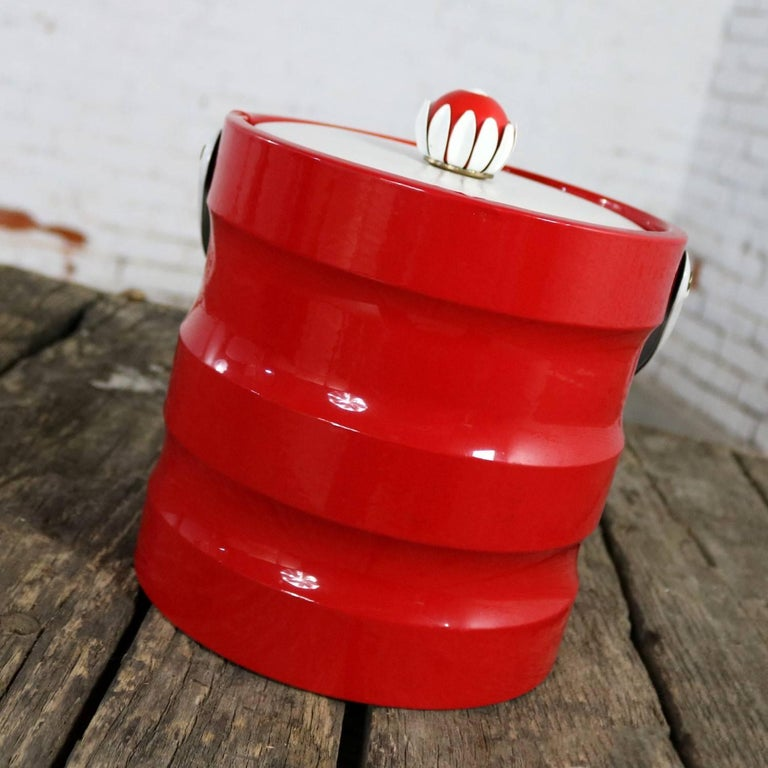 20th Century Mid-Century Modern Ice Bucket Red Faux Patent Leather White Plastic & Daisy Knob For Sale