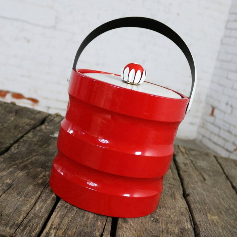 Mid-Century Modern Ice Bucket Red Faux Patent Leather White Plastic & Daisy Knob For Sale 1