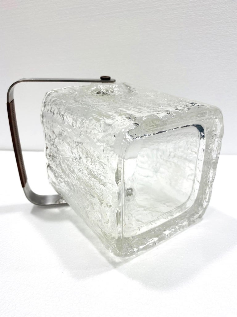 Mid-Century Modern Ice Bucket with Textured Ice Glass, Japan, circa 1960s In Good Condition For Sale In Miami, FL