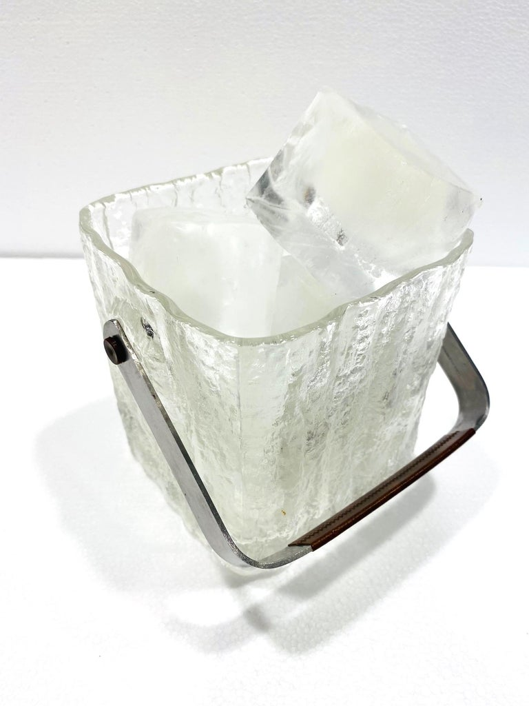 Mid-Century Modern Ice Bucket with Textured Ice Glass, Japan, circa 1960s For Sale 4