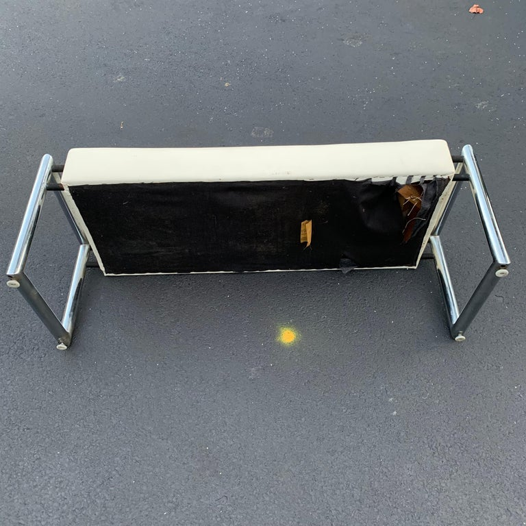 Mid-Century Modern Industrial Chrome Bench with Original White Vinyl Upholstery For Sale 11