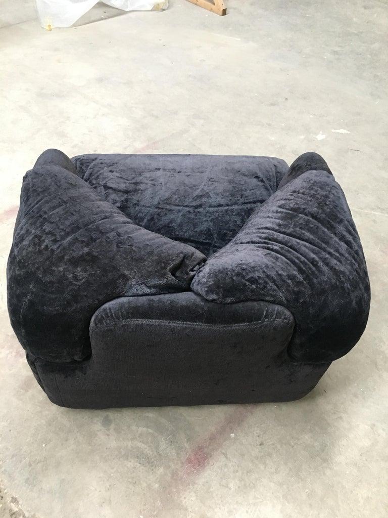 Mid-Century Modern Italian Alberto Rosselli Velvet Armchair for Saporiti, 1970s For Sale 2