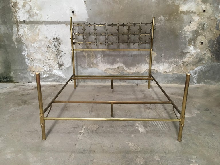 Mid-Century Modern Italian Burnished Brass Double Bed by Pomodoro and Borsani For Sale 1