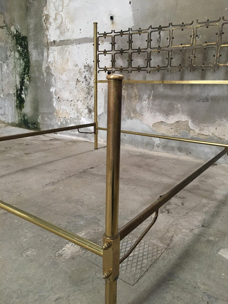 Mid-Century Modern Italian Burnished Brass Double Bed by Pomodoro and Borsani For Sale 2
