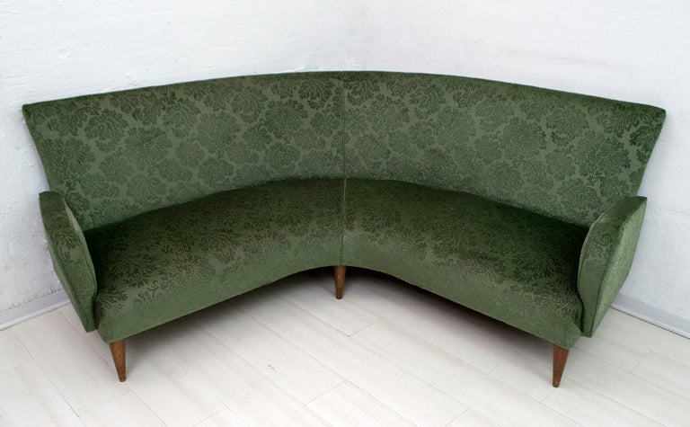 Mid-Century Modern Italian Damask Velvet Corner Sofa, 1950s In Good Condition For Sale In Cerignola, Italy Puglia