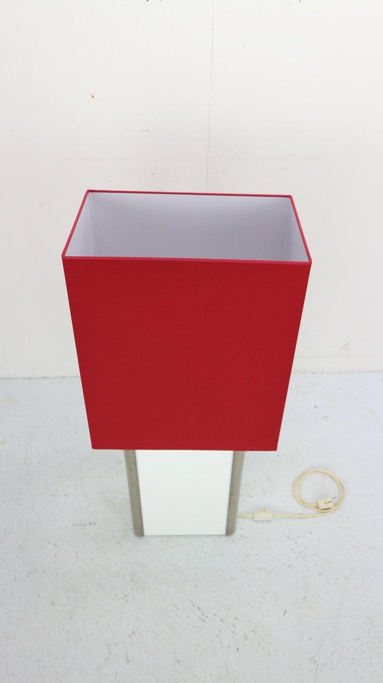 Late 20th Century Mid-Century Modern Italian Design Floor Lamp, 1970s For Sale