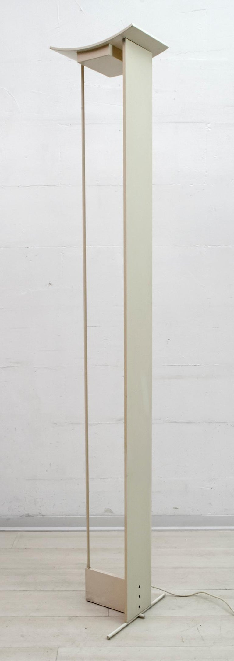 Floor lamp in wood and ivory lacquered aluminum, produced by Microdata Milano, a dimmer regulates the intensity of the halogen bulb.
