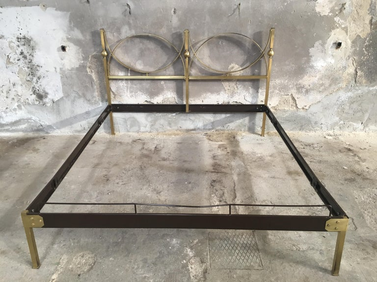 Mid-Century Modern Italian Gilt Brass Double Bed, 1960s In Good Condition In Prato, IT