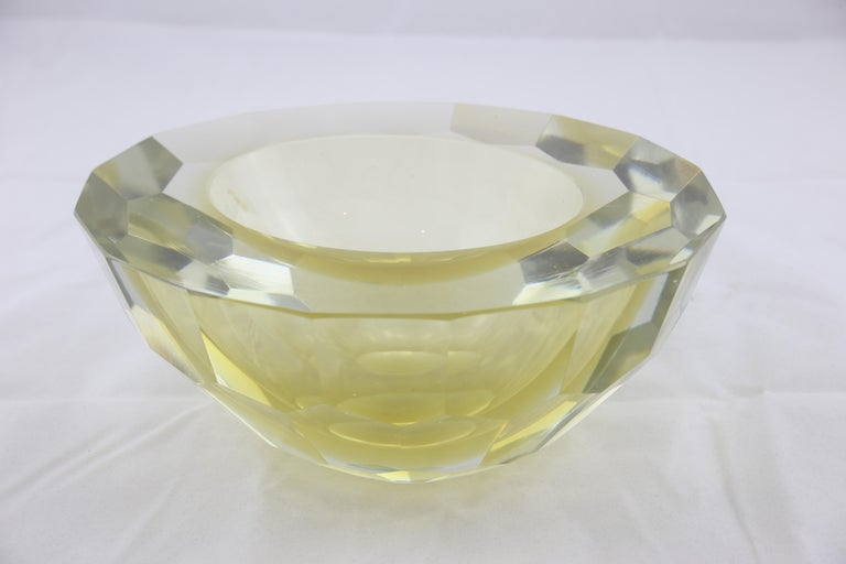Mid-Century Modern Italian Murano Glass Round yellow and Clear Ashtray, 1970s For Sale 2