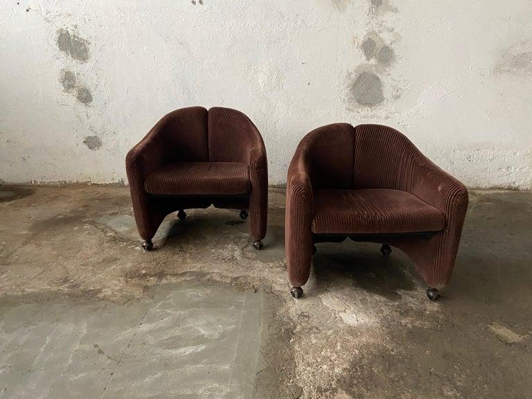 Mid-Century Modern Italian pair of PS142 velvet armchairs on wheels by Eugenio Gerli for Tecno, 1960s.