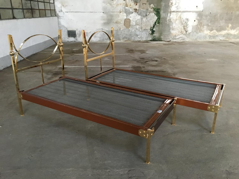 Mid-Century Modern Italian Pair of Single Beds with Gilt Headboard, 1960s In Good Condition In Prato, IT