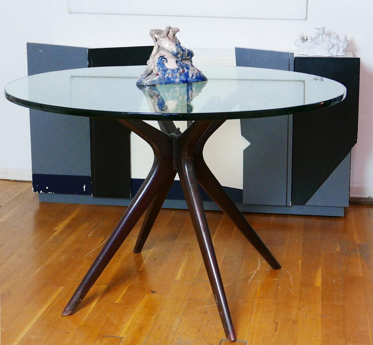 Mid-Century Modern Italian Round Wood Table with Thick Glass Top, Milano, 1950s In Good Condition For Sale In Milano, IT