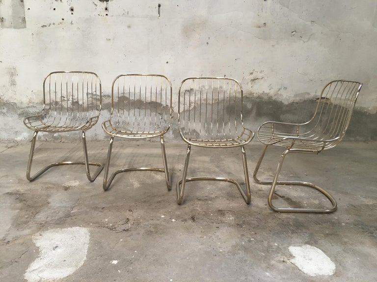 Mid-Century Modern Italian Set of 4 Gilt Metal Chairs, 1970s In Good Condition For Sale In Prato, IT