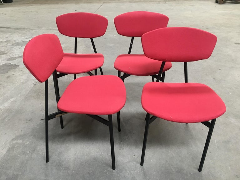 Lacquered Mid-Century Modern Italian Set of 4 Upholstered Chairs with Black Iron Structure For Sale