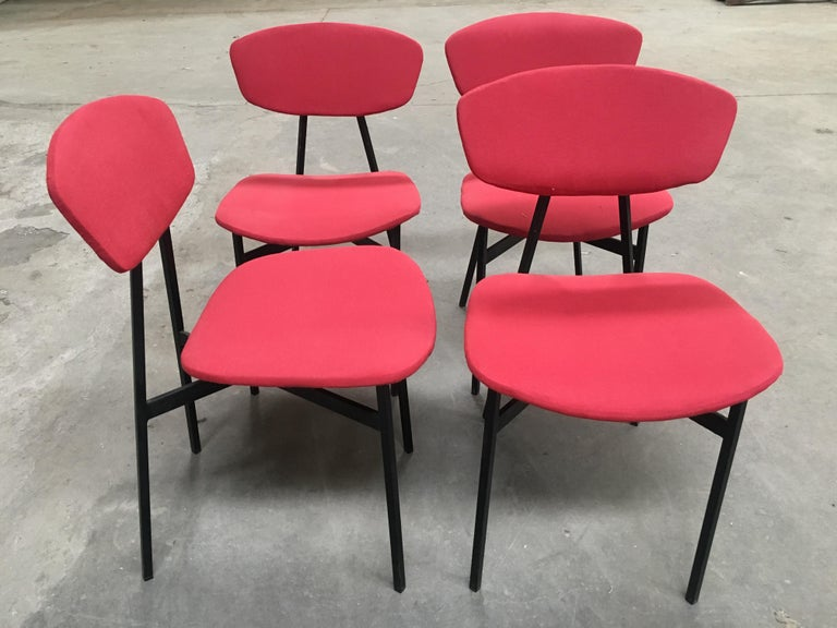 Mid-Century Modern Italian Set of 4 Upholstered Chairs with Black Iron Structure In Good Condition For Sale In Prato, IT