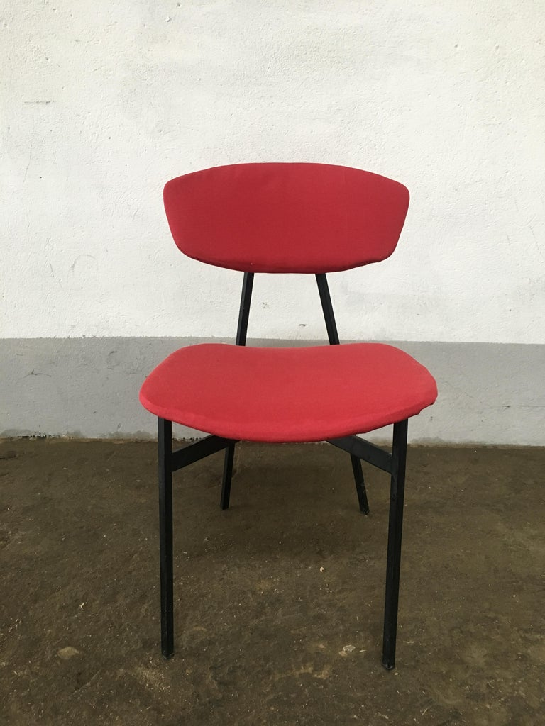 Mid-Century Modern Italian Set of 4 Upholstered Chairs with Black Iron Structure For Sale 1