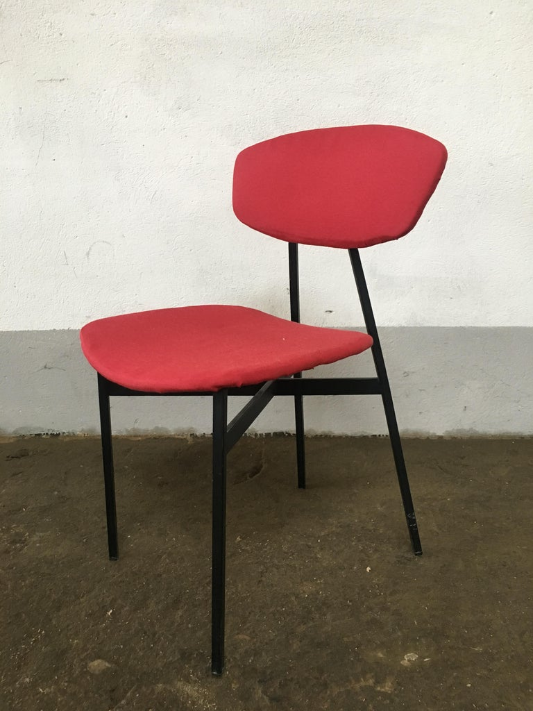 Mid-Century Modern Italian Set of 4 Upholstered Chairs with Black Iron Structure For Sale 2