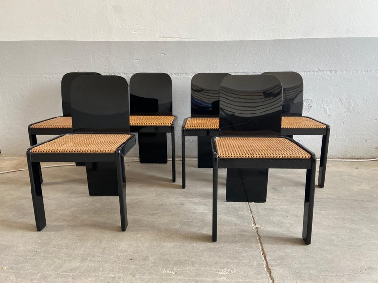 Mid-Century Modern Italian set of 6 black wooden chairs with Vienna straw seat by Pozzi. The chairs have a chrome detail on the back that characterizes them and makes them even more elegant.