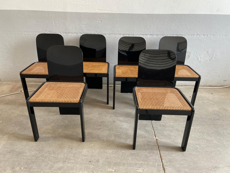 Lacquered Mid-Century Modern Italian Set of 6 Black Wooden Chairs by Pozzi, 1970s For Sale