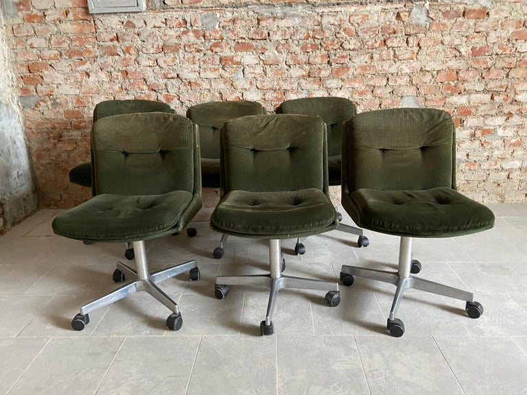 Mid-Century Modern Italian Set of 6 Chairs on Wheels, 1970s In Good Condition In Prato, IT