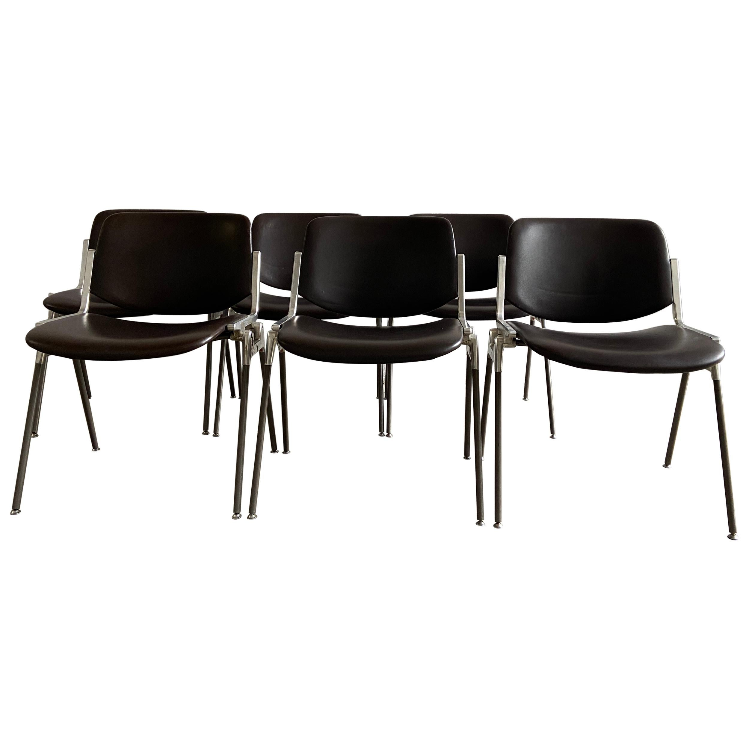 Mid-Century Modern Italian Set of 6 Stackable Chairs by G. Piretti for Castelli
