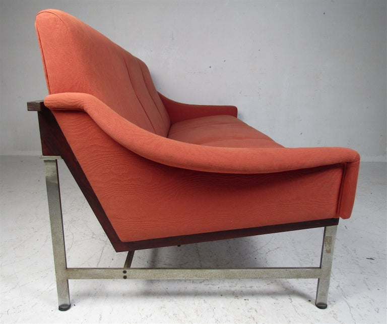 Mid-Century Modern Italian Sofa by Techmo In Good Condition For Sale In Brooklyn, NY