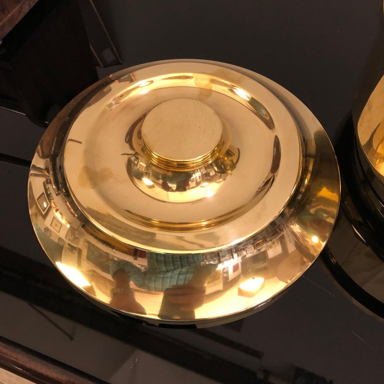 Mid-Century Modern Italian Solid Brass Round Ice Bucket, circa 1970 In Good Condition For Sale In Aci Castello, IT